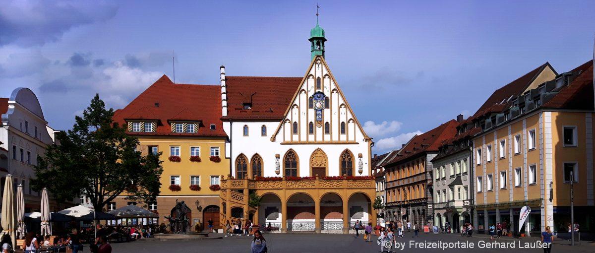 Stadtplatz mit Rathaus Sehenswürdigkeiten in Amberg in der Oberpfalz