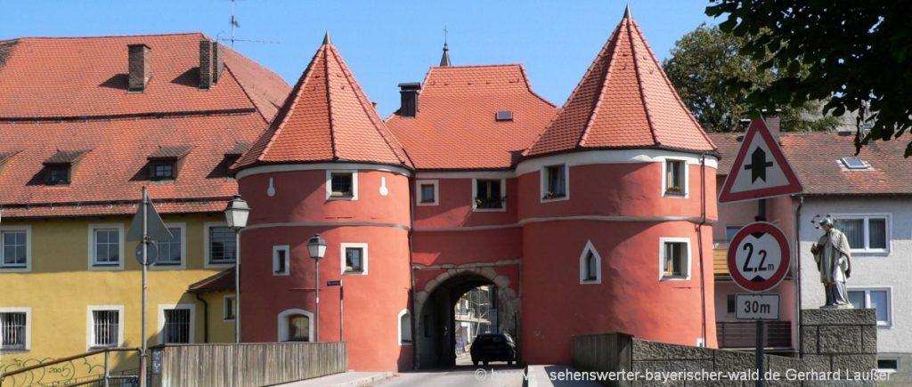 cham-freizeitaktivitäten-bayerischer-wald-sehenswürdigkeiten-biertor-wahrzeichen