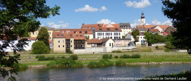 cham-freizeitangebote-oberpfalz-ausflugstipps-stadtansicht-regenfluss