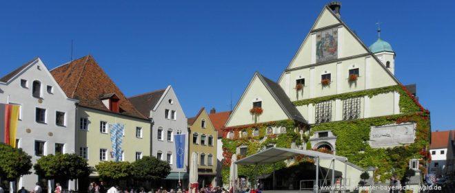 weiden-eventlocation-oberpfalz-freizeittipps-stadtplatz-rathaus